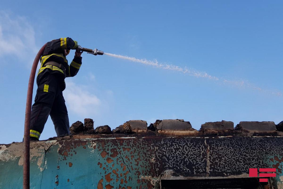 В Баку произошел пожар в Медцентре, 2 человека эвакуированы