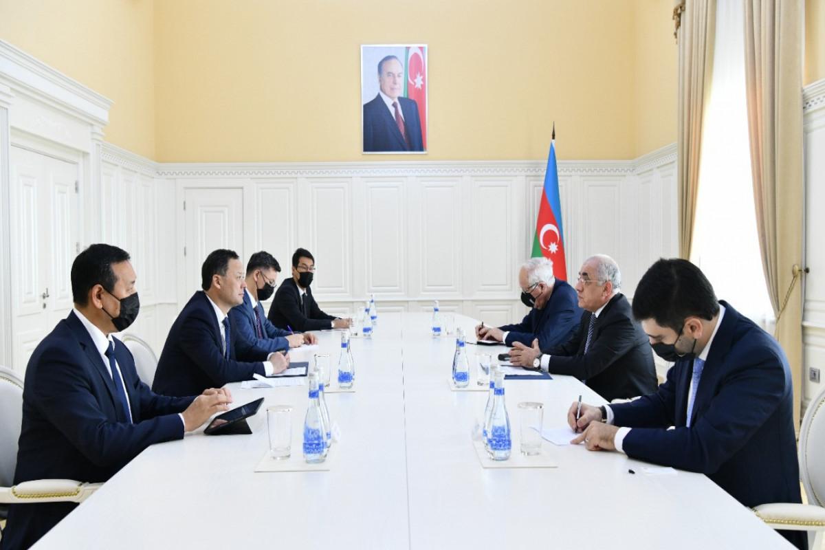 Премьер-министр Али Асадов встретился с главой МИД Кыргызстана
