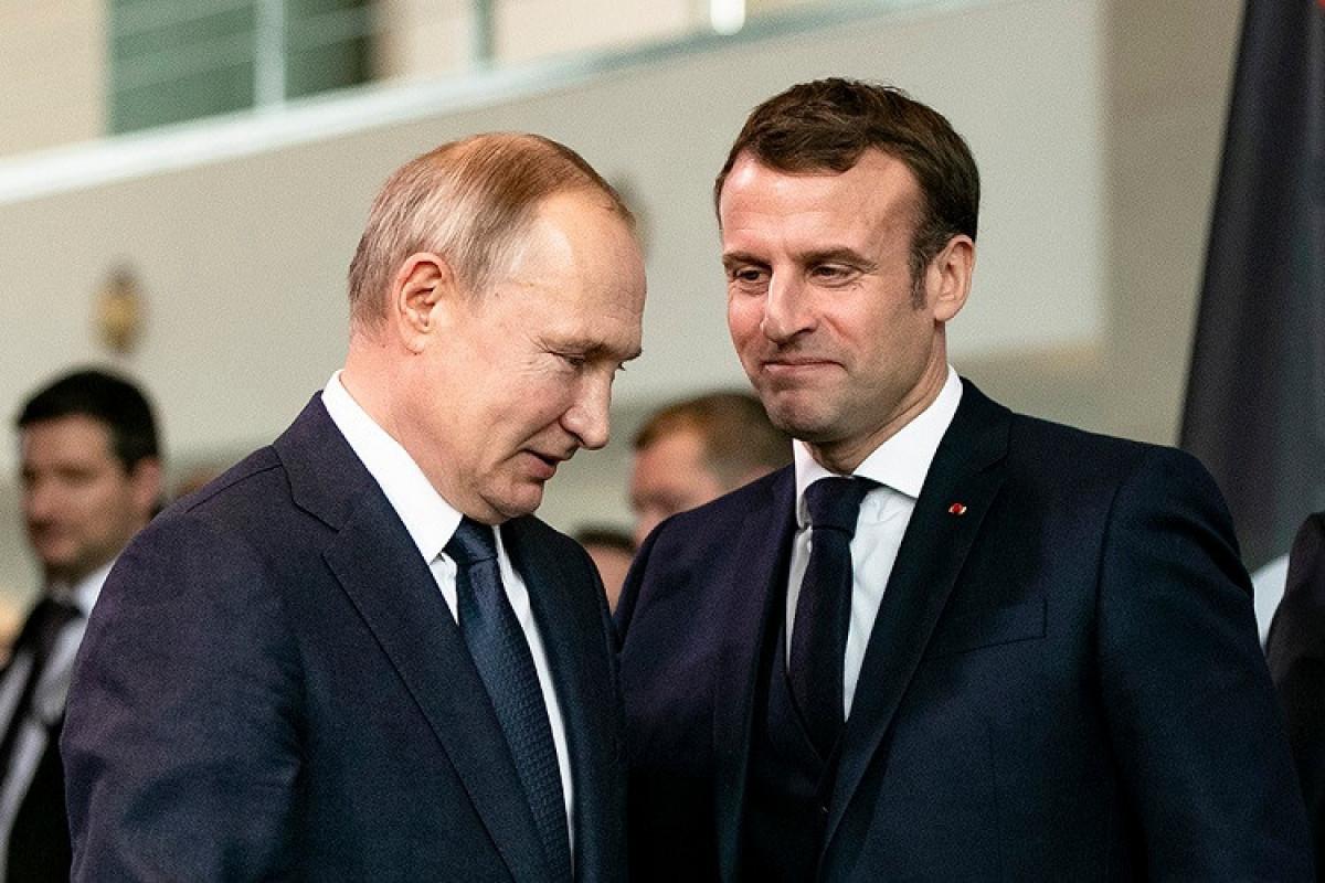 Putin Makronu Qarabağla bağlı üçtərəfli razılaşmaların reallaşmasının gedişatı barədə məlumatlandırıb