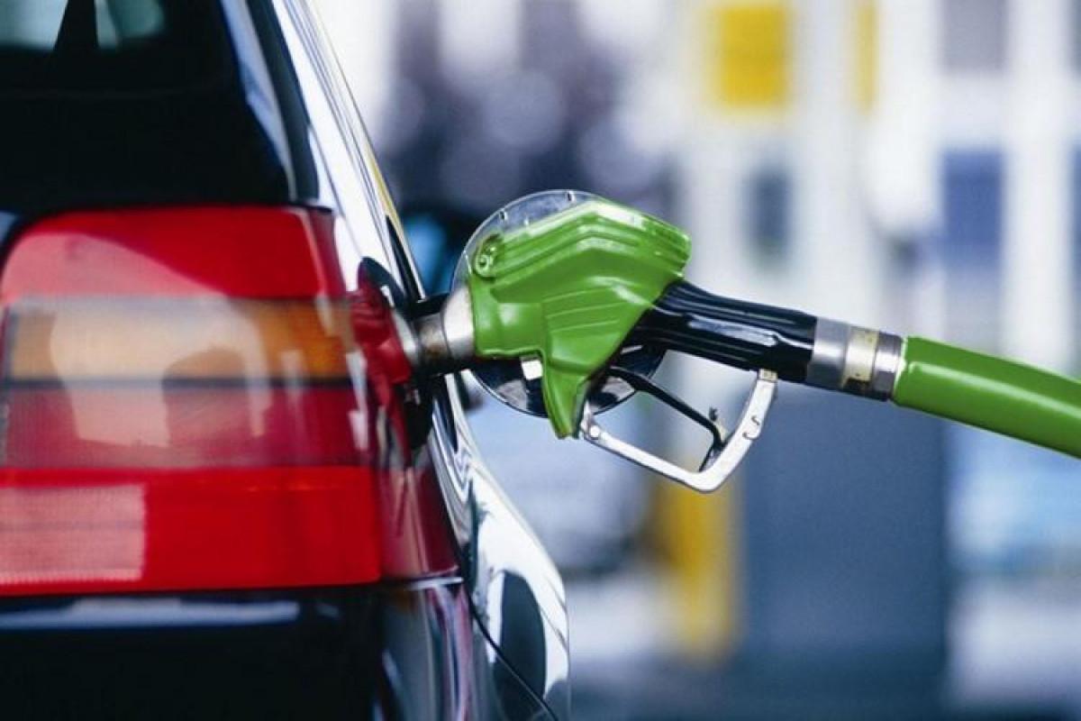 IEA: Ötən il dünyada benzin 11% ucuzlaşıb