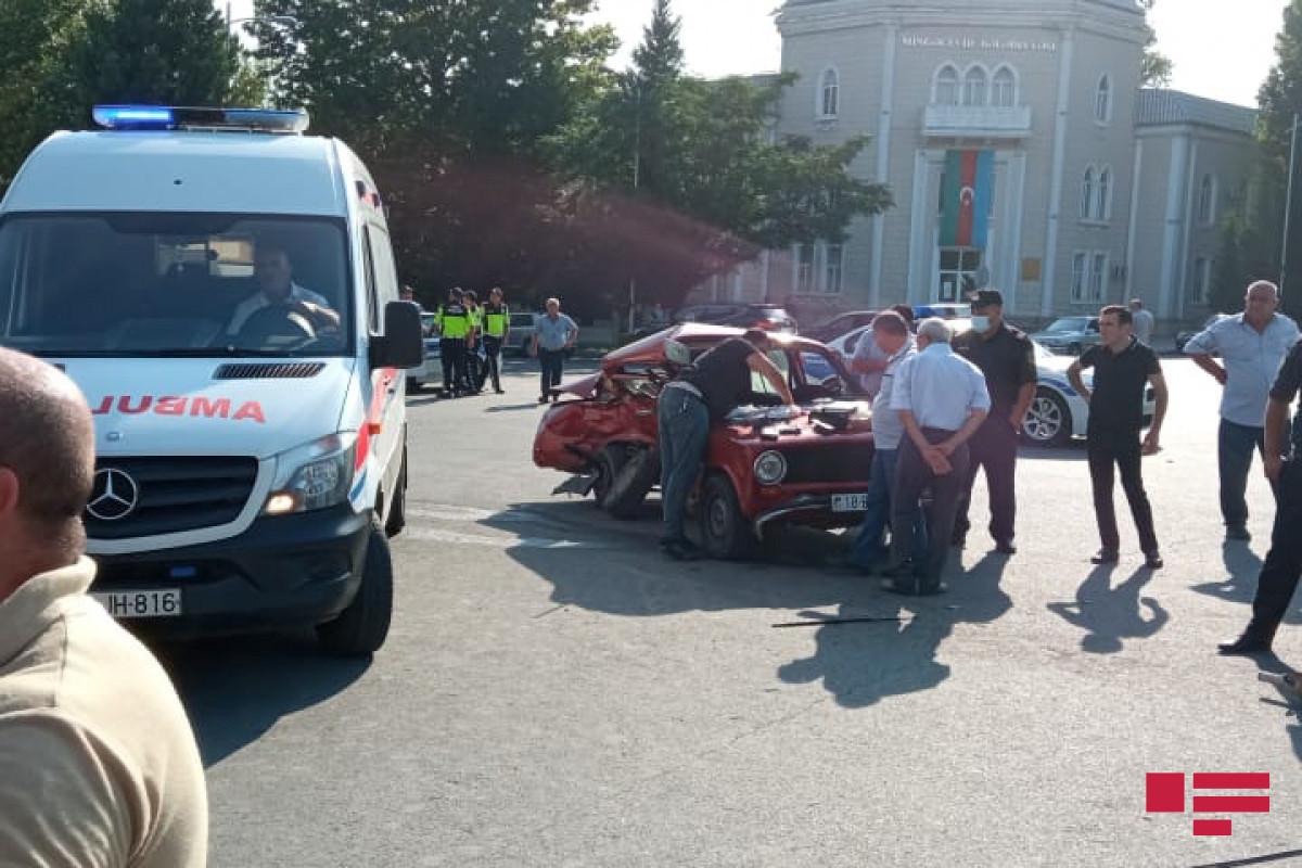 В цепной аварии в Мингячевире пострадали 4 человека