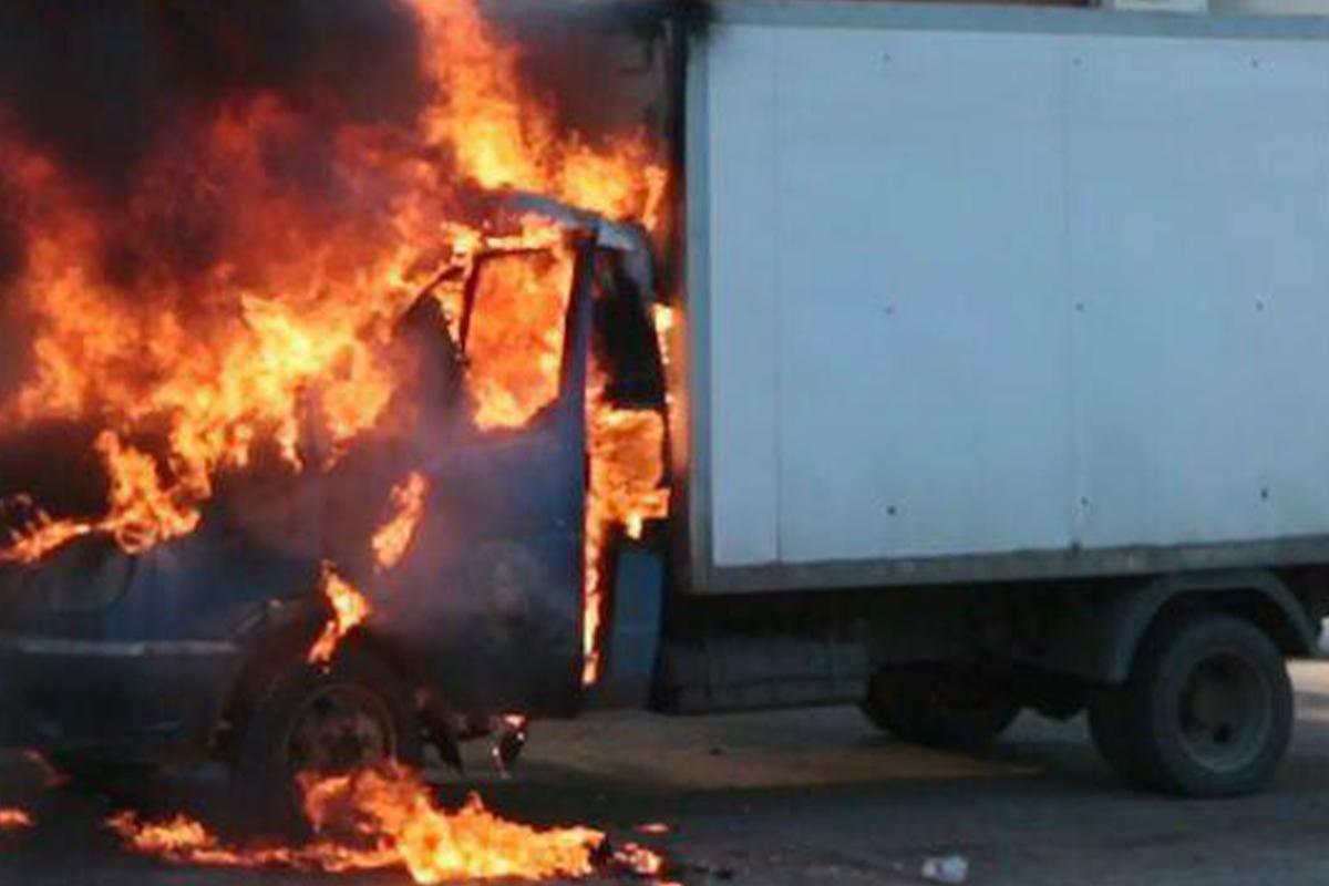 В Агдаме сгорел грузовик