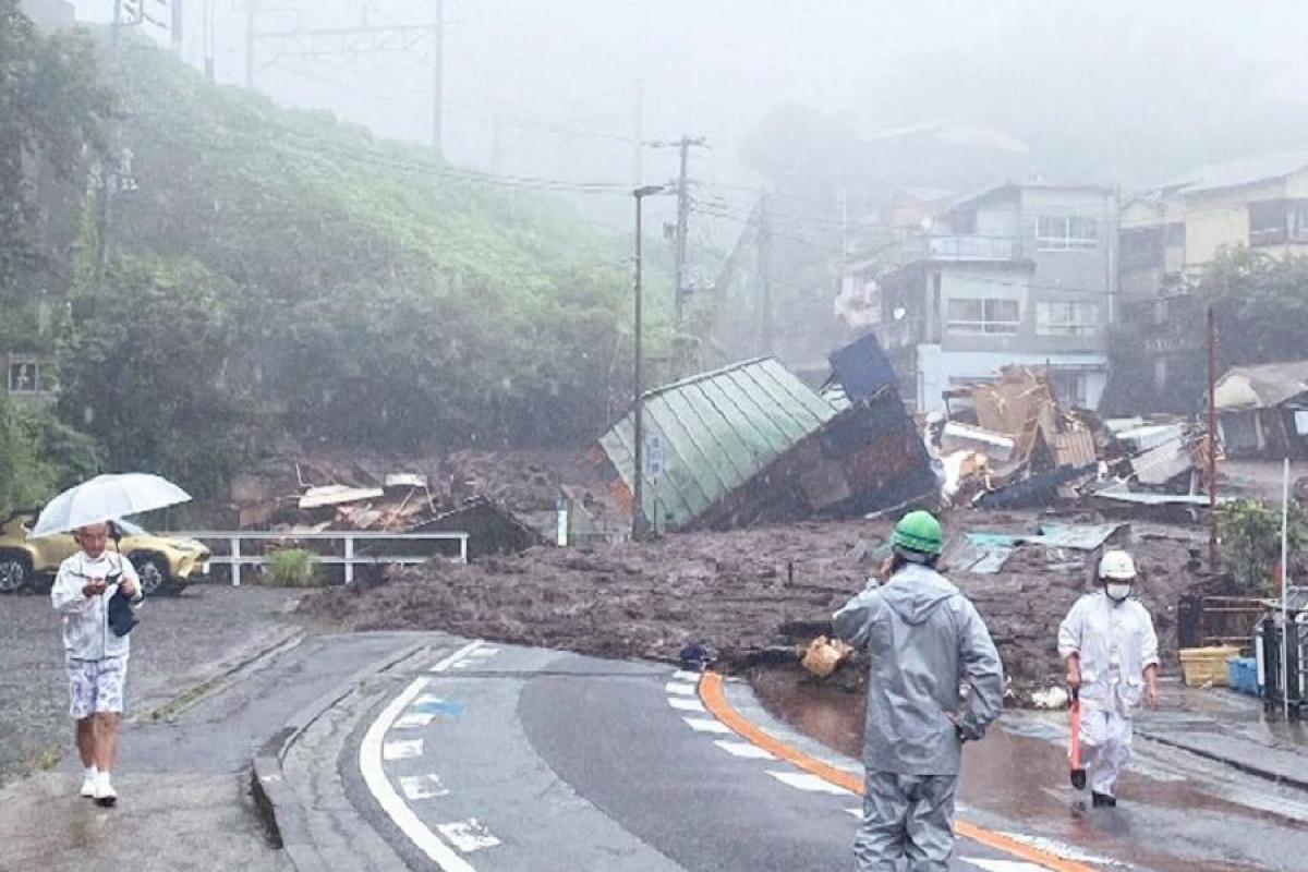 В Японии оползень снес около 80 домов