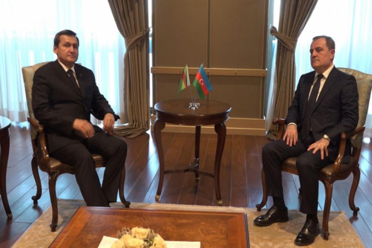 Azərbaycan və Türkmənistan XİN başçıları arasında telefon danışığı olub