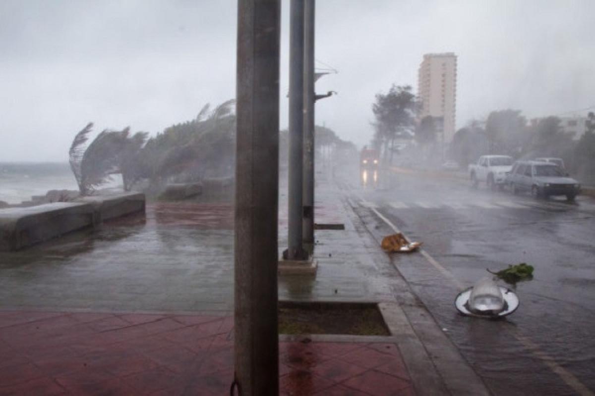 Kubada tropik qasırğaya görə 180 min nəfər təxliyə olunub