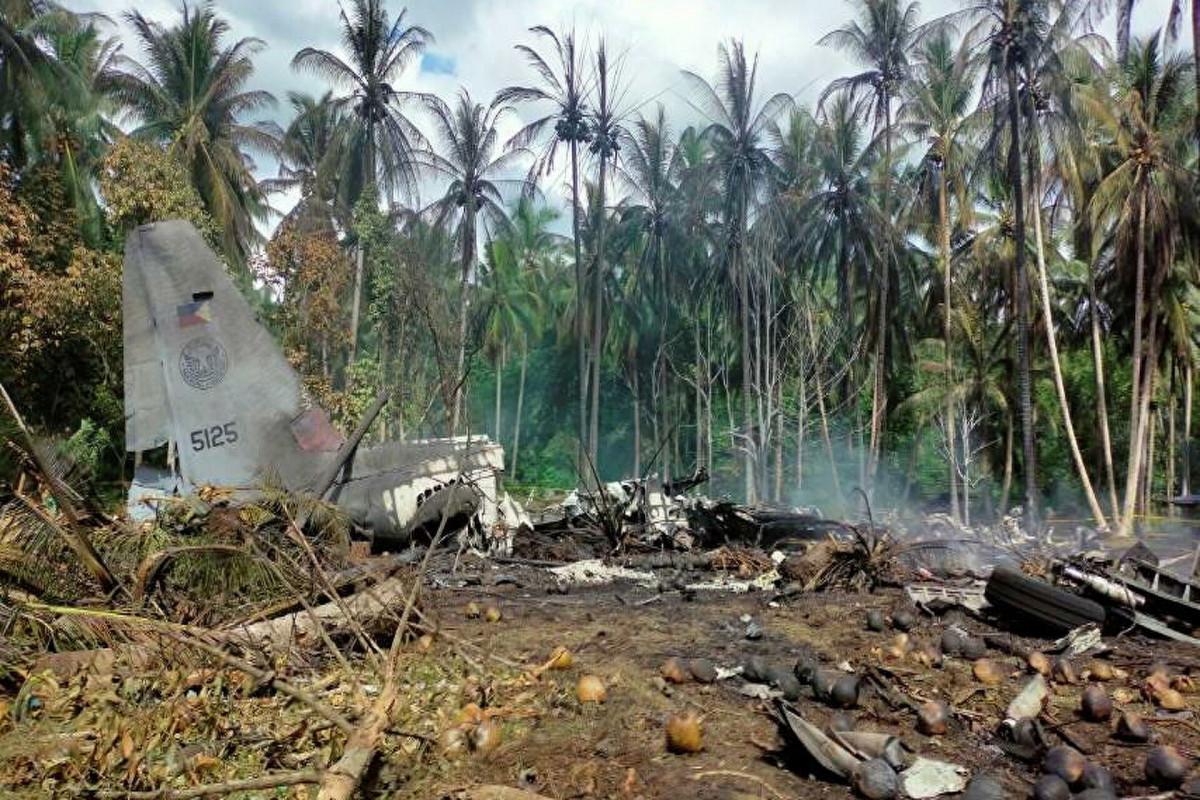 Число жертв крушения самолета ВВС на Филиппинах достигло 50 человек, пострадали 49 военных