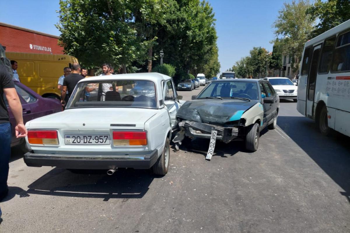 Gəncədə iki avtomobil toqquşub, xəsarət alan var - FOTO