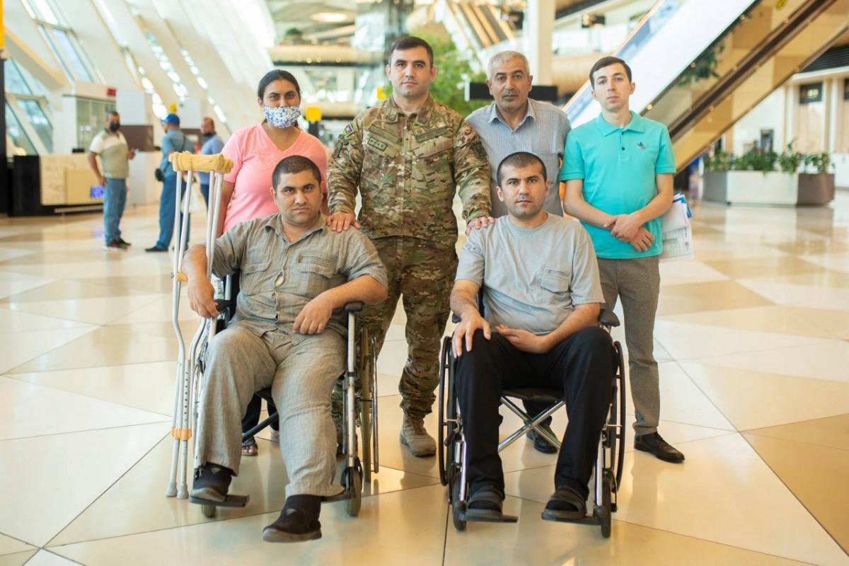 Фонд «YAŞAT» отправил на лечение в Турцию еще 10 участников войны