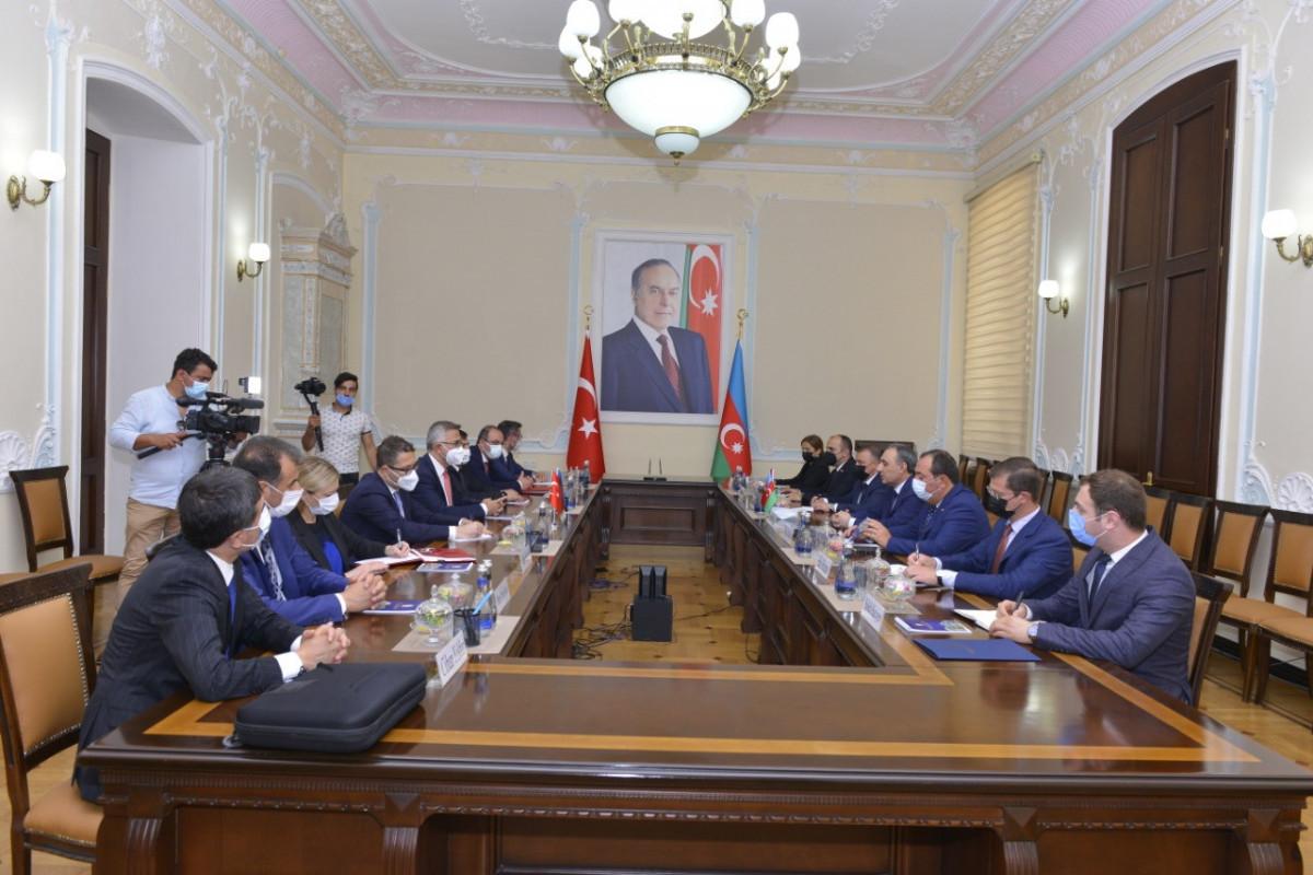 Подписан Меморандум о взаимопонимании между Научно-учебным центром Генпрокуратуры Азербайджана и Академией юстиции Турции