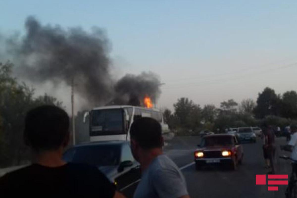 МЧС распространил информацию о сгоревшем в Евлахе автобусе -ФОТО -ВИДЕО -ОБНОВЛЕНО-1