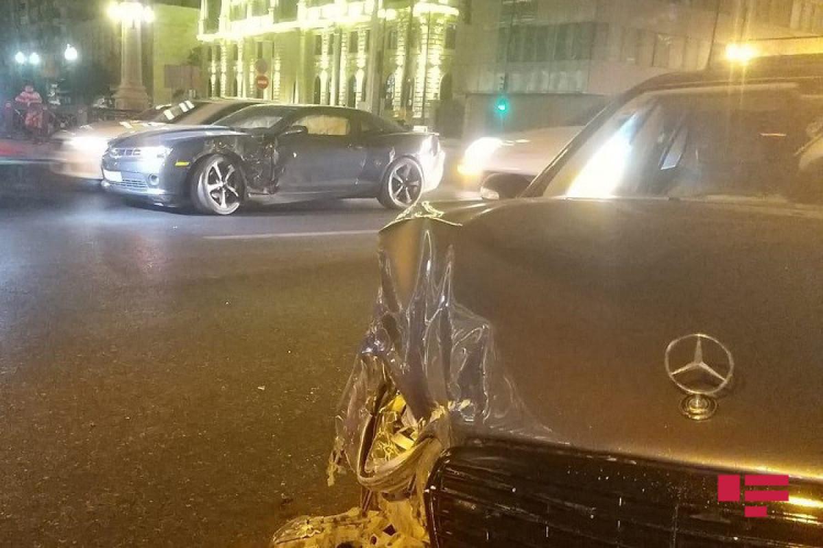Bakıda iki avtomobil toqquşub, xəsarət alan var - FOTO