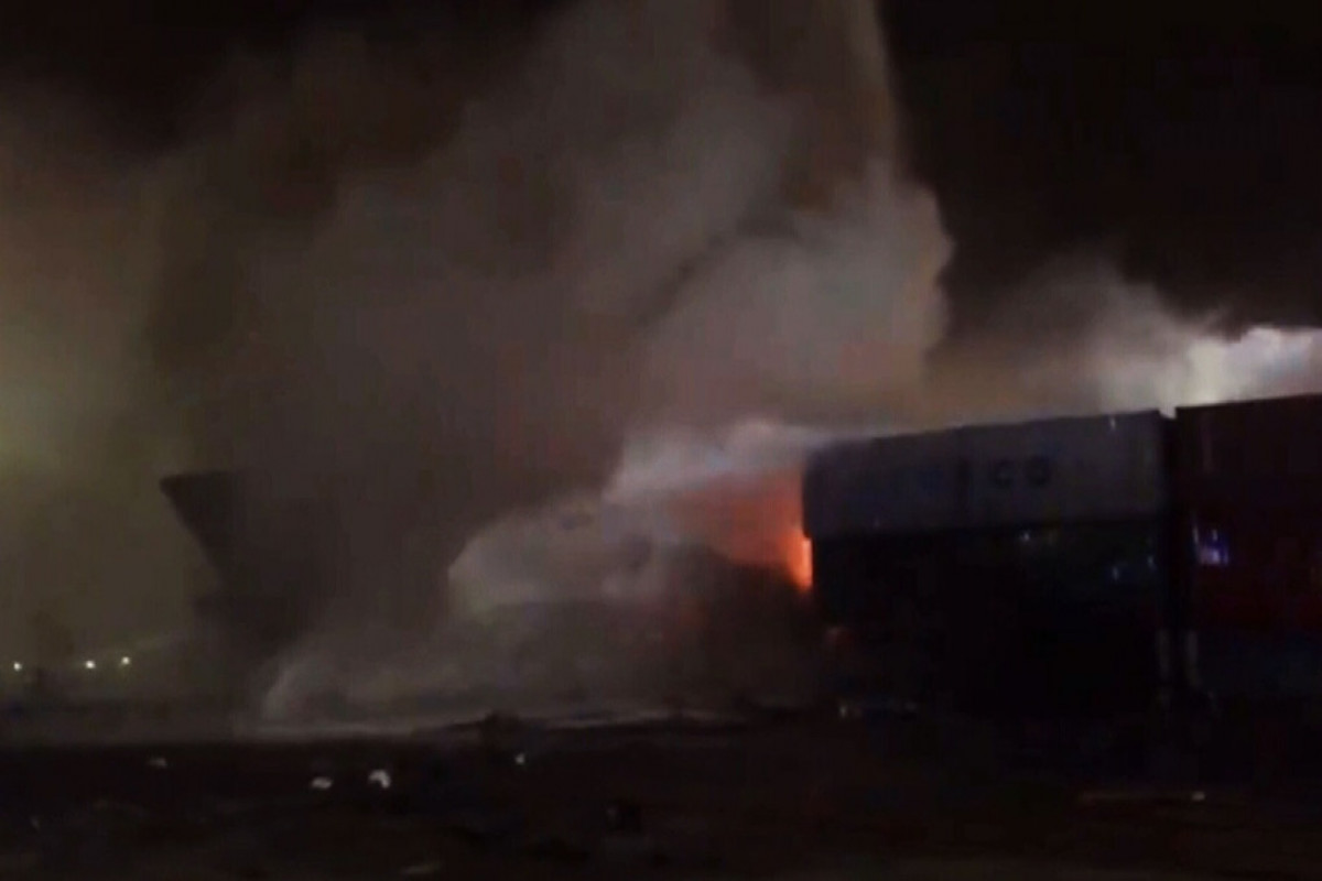 Fire breaks out on ship at Dubai port