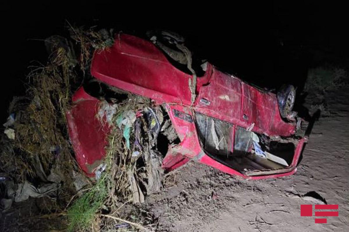 В Шамкире из селевого потока спасены три человека-<span class=