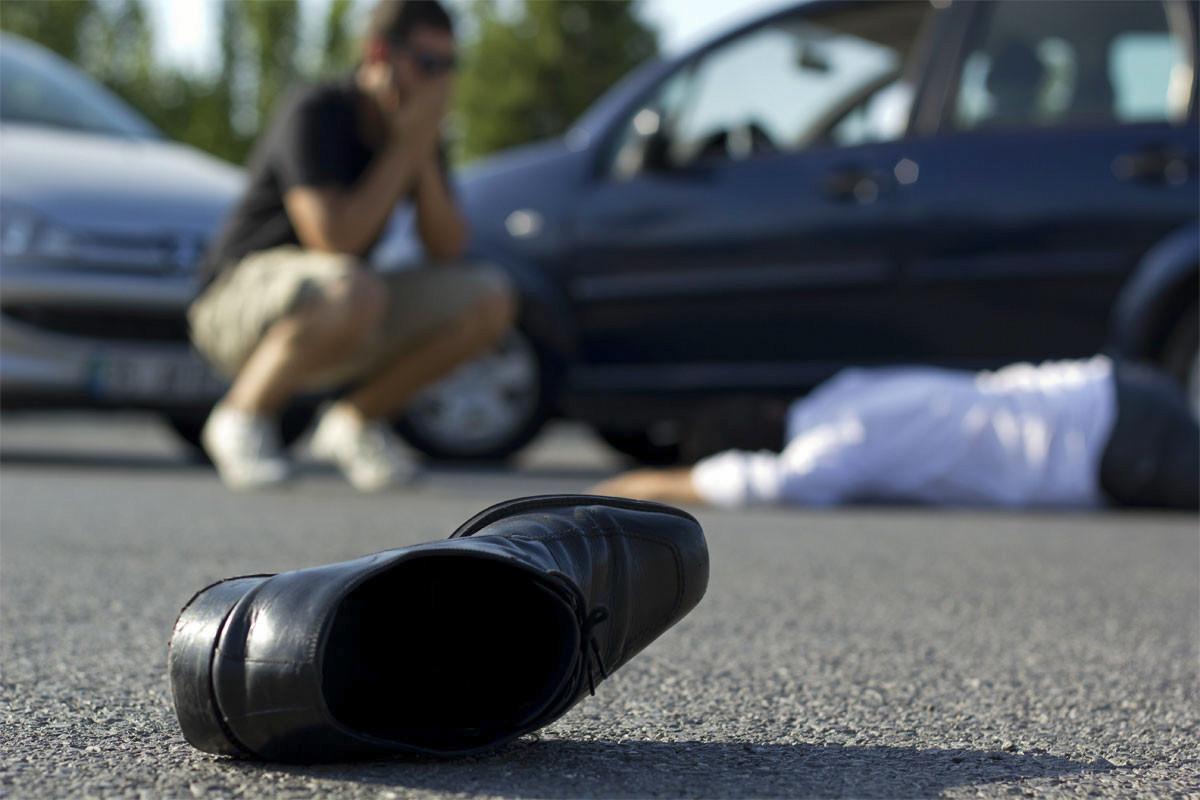 Füzulidə avtomobil piyadanı vuraraq öldürüb