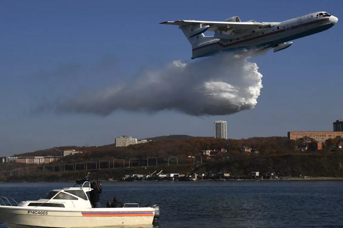 Россия направила в Турцию самолет-амфибию для помощи в тушении пожаров