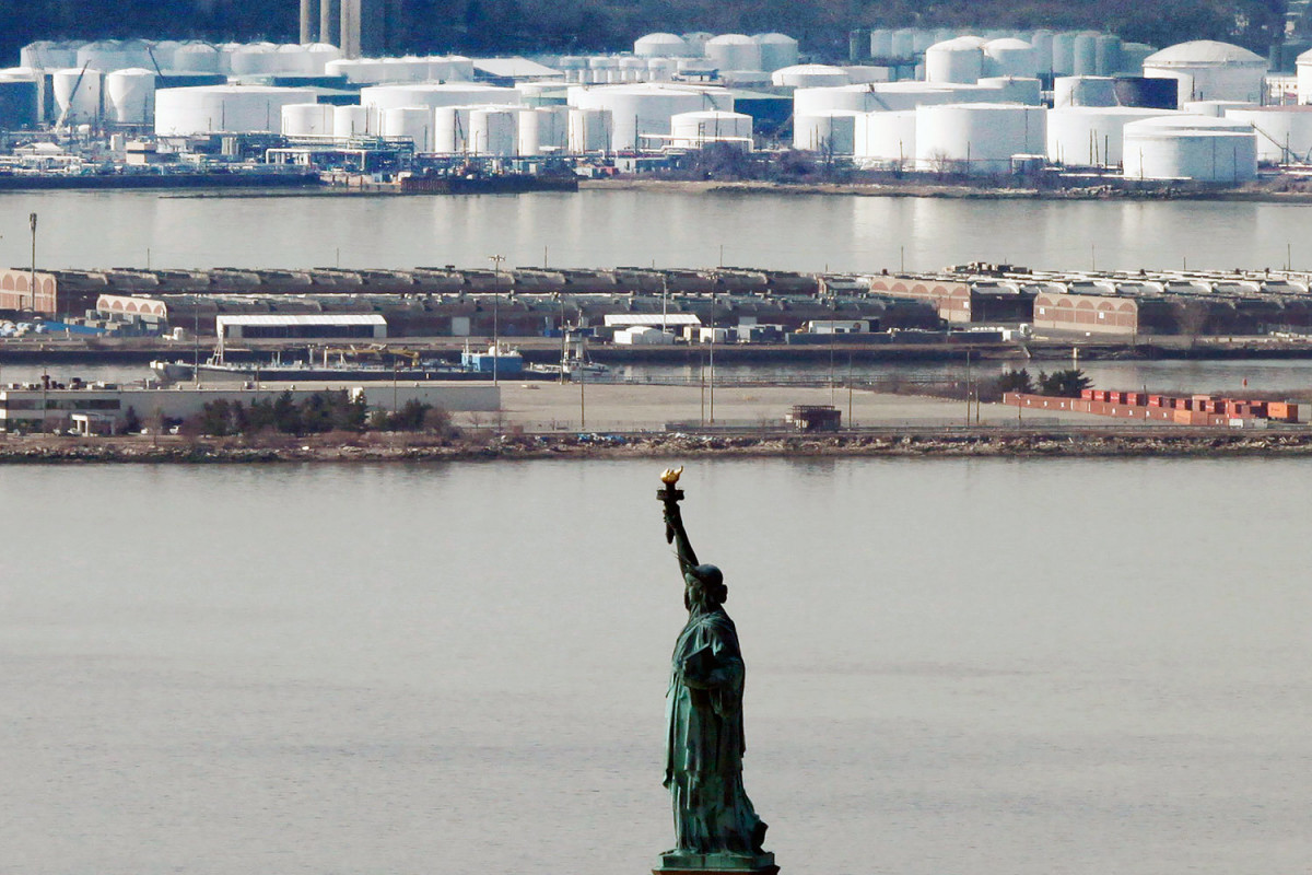 US oil reserves continue to decrease