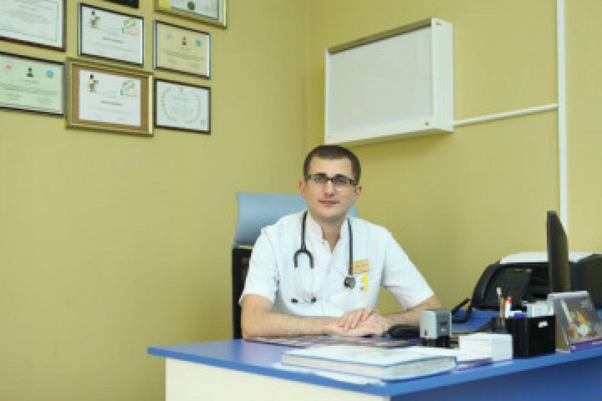 """Erkin Rəhimov: """"Ağır allergiyanın aktiv mərhələsində uşaqlar peyvənd olunmaya bilər"""""""