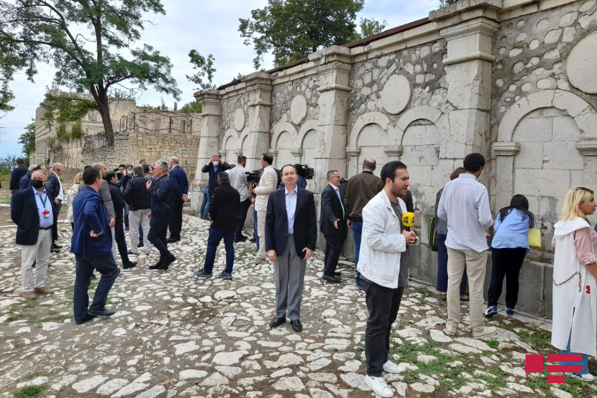 """Foreign diplomats in Azerbaijan get acknowledged with """"Khan gizi"""" spring in Shusha-PHOTO"""