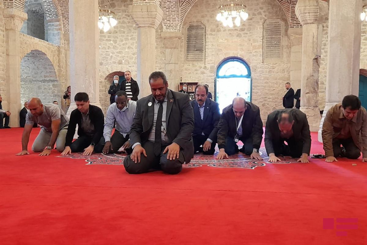 Дипломаты некоторых мусульманских стран совершили намаз в мечети Юхары Говхар Ага