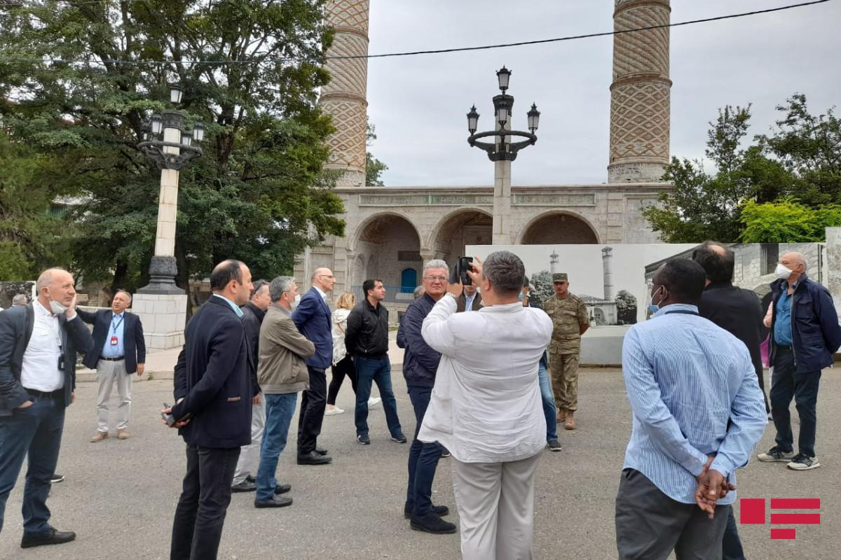 Иностранные дипломаты ознакомились с мечетью Юхары Говхар Ага в Шуше