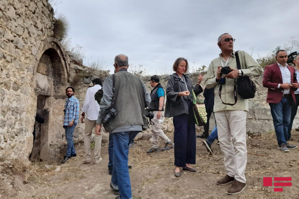 Иностранные дипломаты осмотрели остатки дворца Панахали хана в Шуше-ВИДЕО