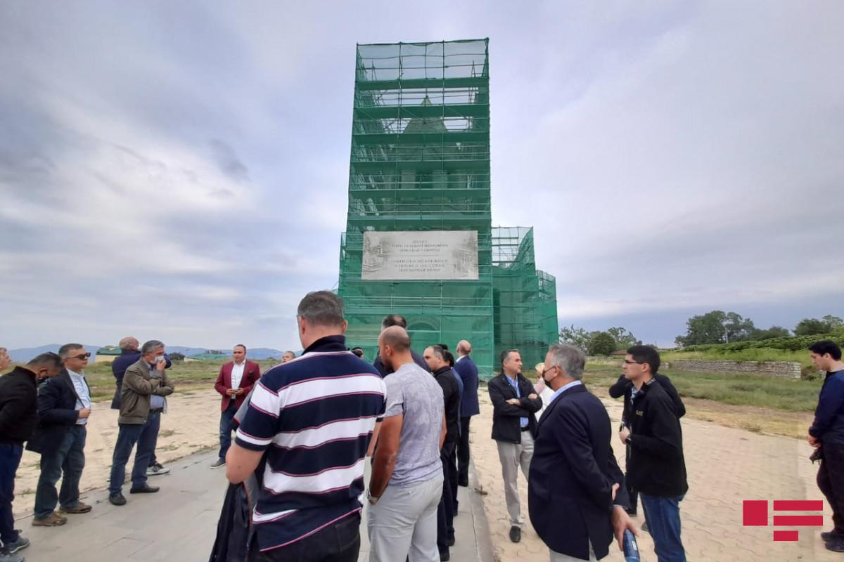 Xarici diplomatlar Şuşada Qazançı kilsəsində olublar
