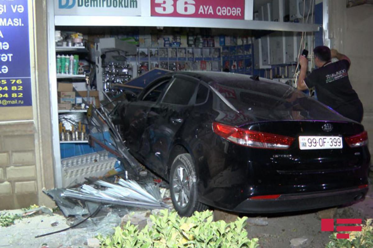 В Баку автомобиль въехал в магазин стройматериалов-ФОТО -ВИДЕО