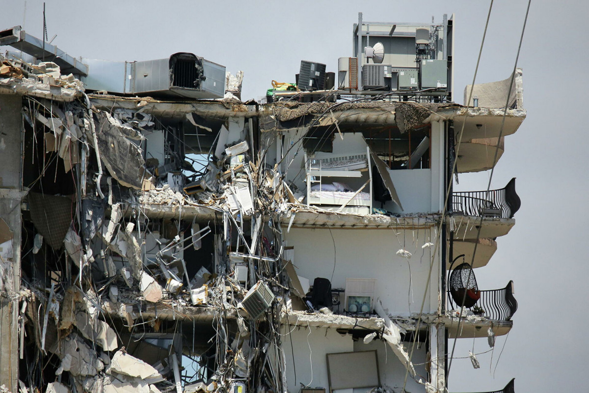 Под завалами рухнувшего во Флориде жилого дома нашли еще 14 погибших