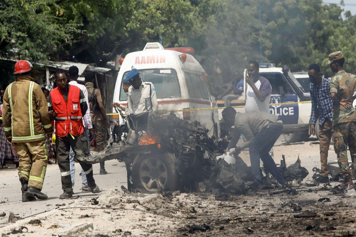 At least 8 killed in Mogadishu by suicide bomb targeting government convoy