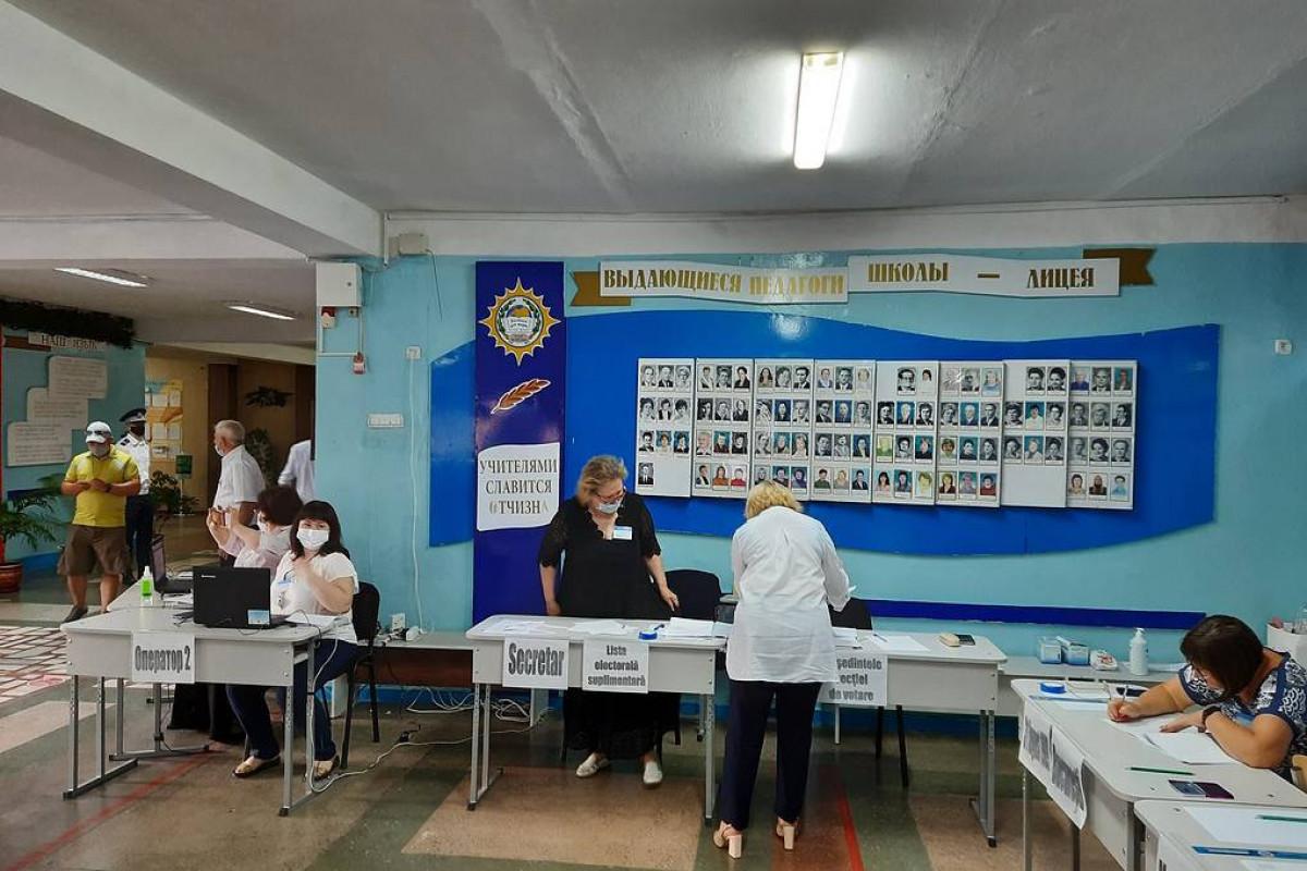 В Молдовеначалось голосование на досрочных выборах в парламент