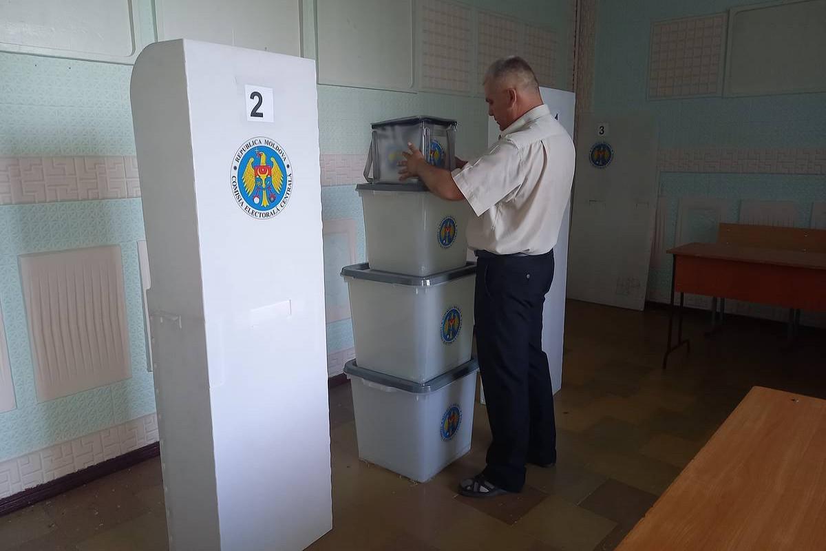 В Болгарии начались досрочные парламентские выборы