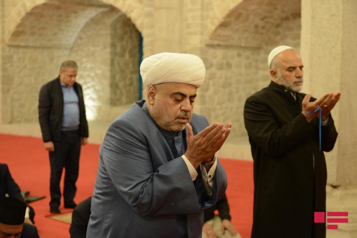 Clerics pray at Yukhari Govhar Agha mosque in Shusha-PHOTO