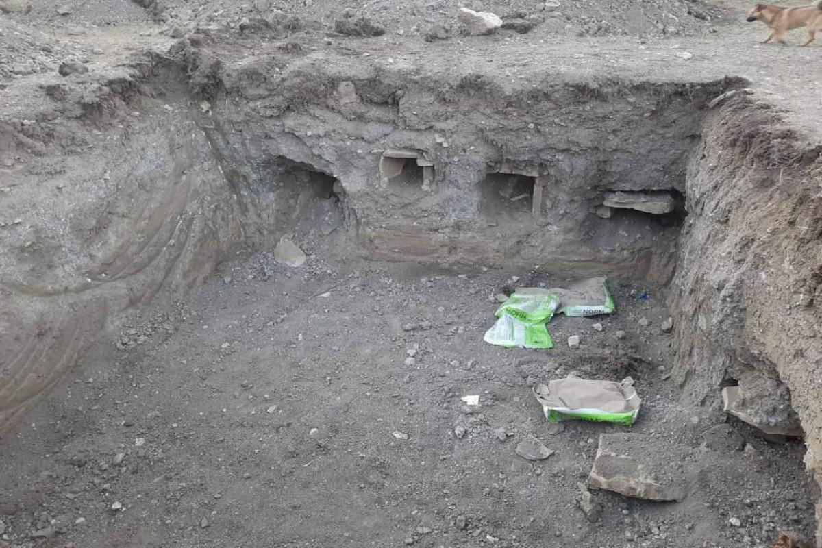 Qubada məktəb tikintisi zamanı qədim qəbirlər aşkarlanıb - FOTO