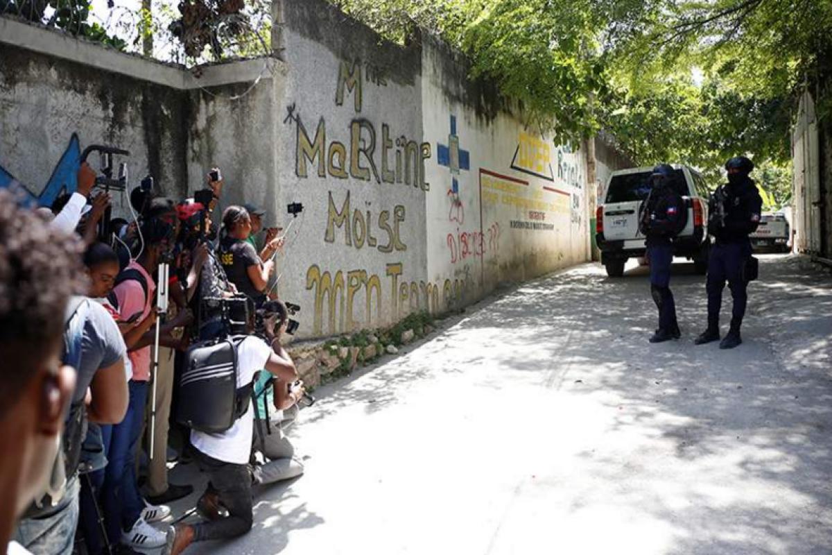 Охранникам убитого президента Гаити запретили выезжать из страны