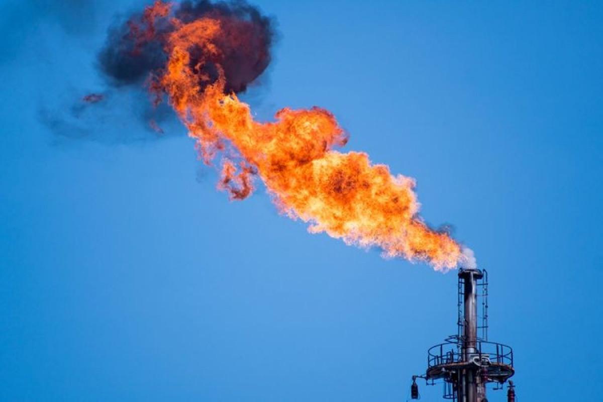 Газ на мировых рынках продолжает дешеветь