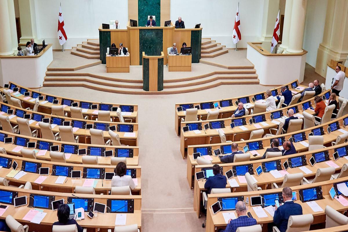 В зале заседаний парламента Грузии произошла драка