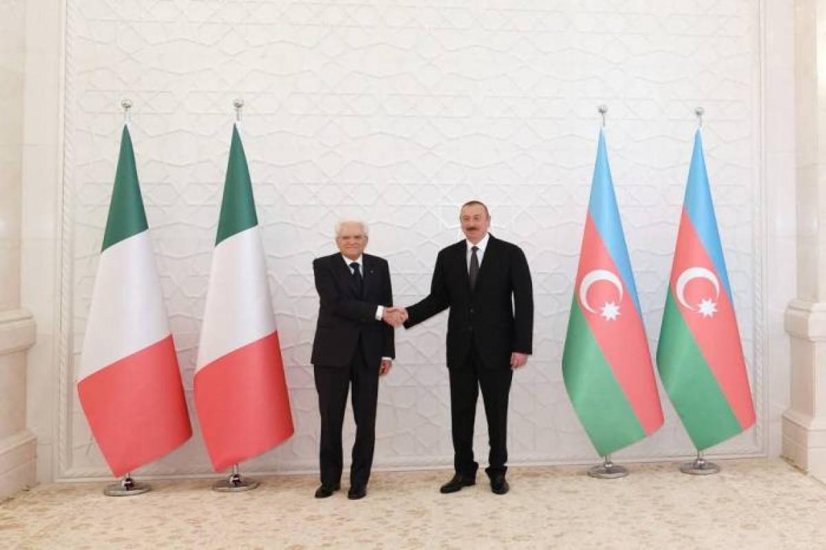 Президент Ильхам Алиев поздравил итальянского коллегу в связи с победой сборной Италии на Евро-2020