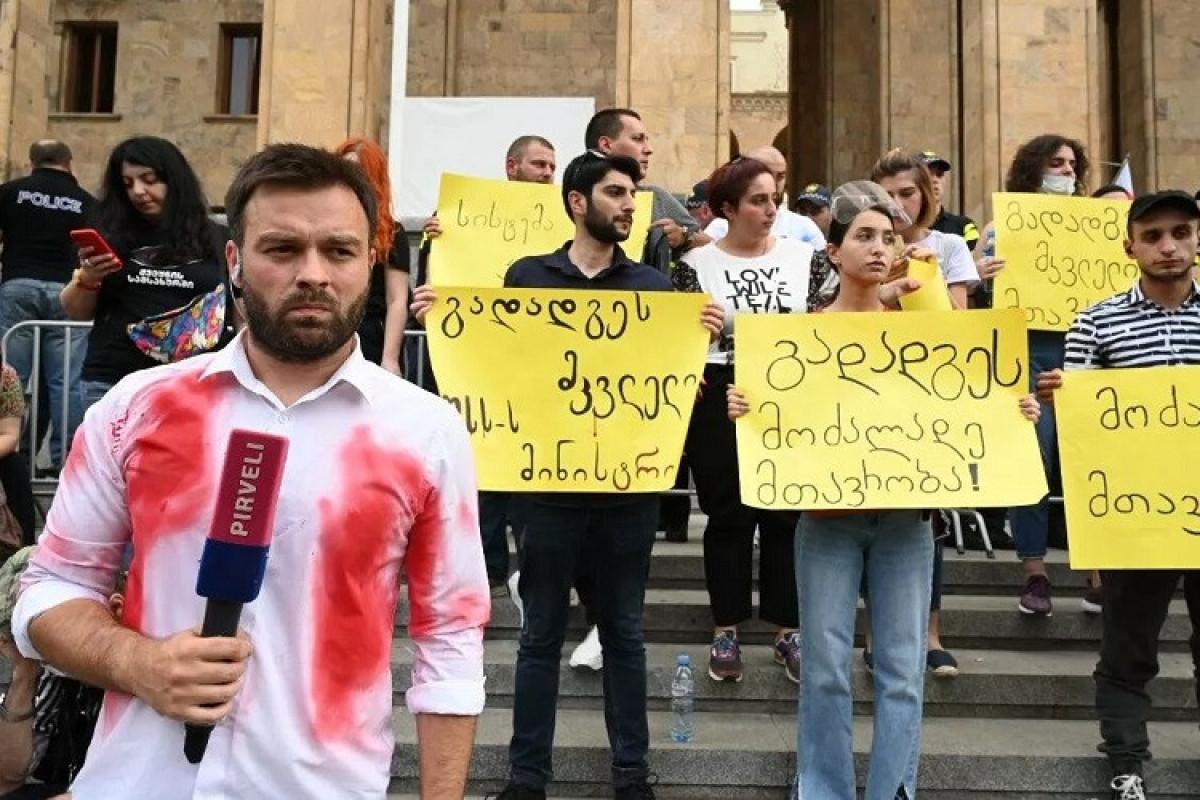 Gürcüstanda hakim partiyanın ofisi qarşısında aksiya keçirən 12 nəfər saxlanılıb