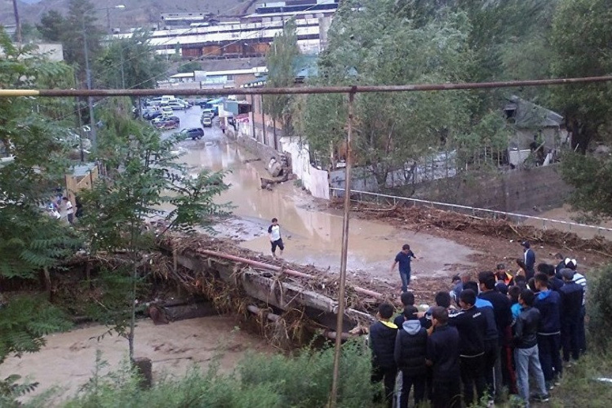 Qırğızıstanda güclü sel 6 nəfərin ölümünə səbəb olub
