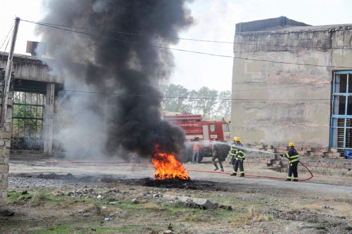 МЧС распространило кадры тушения пожара-ВИДЕО