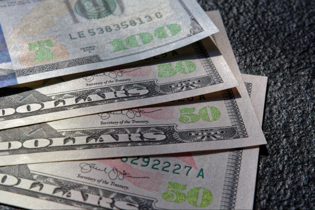 На сегодняшнем валютном аукционе банки приобрели 53,4 млн долларов