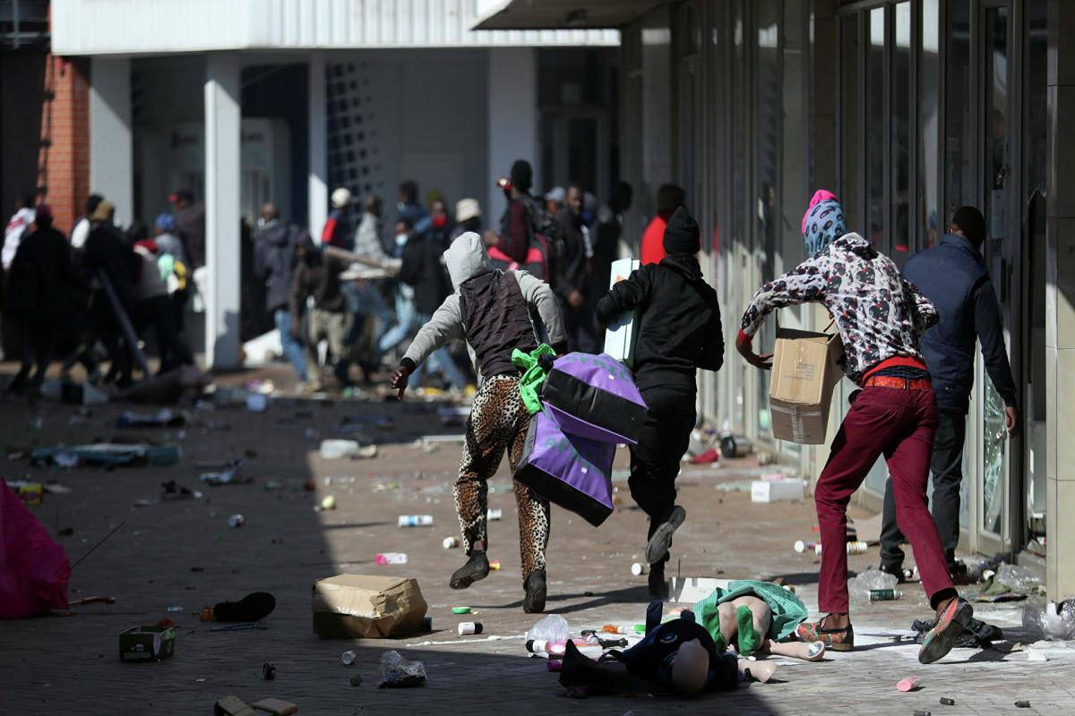 Жертвами беспорядков в ЮАР стали 19 человек