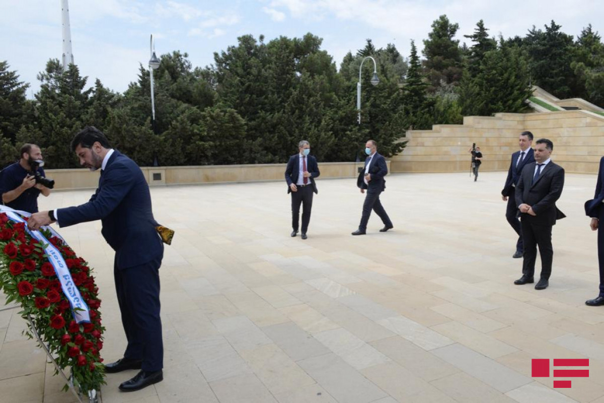 Kakha Kaladze visited the Alley of Honors and the Alley of Martyrs-PHOTO