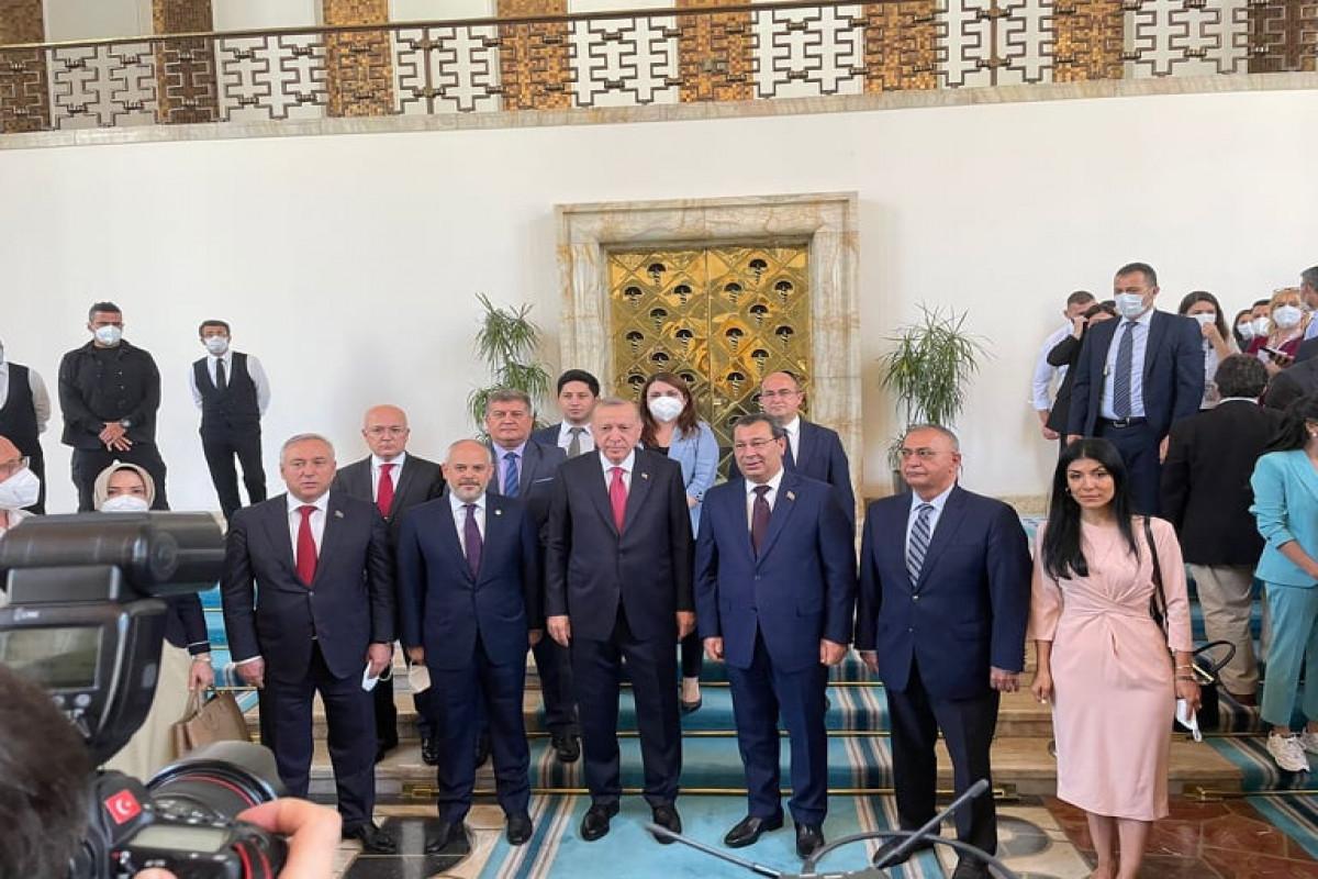 Türkiyə Prezidenti Milli Məclisin nümayəndə heyəti ilə görüşüb