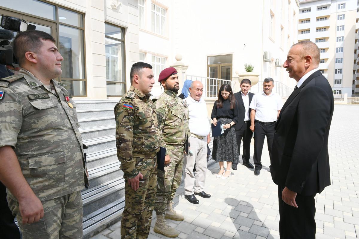 Президент Ильхам Алиев принял участие в церемонии вручения квартир и автомобилей семьям шехидов и инвалидам войны в Ходжасане-ВИДЕО -ОБНОВЛЕНО-1