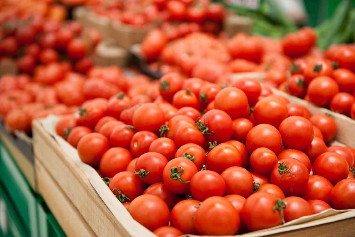 Не допущен ввоз в РФ 83,2 тонны помидоров и 36,9 тонны персиков из Азербайджана