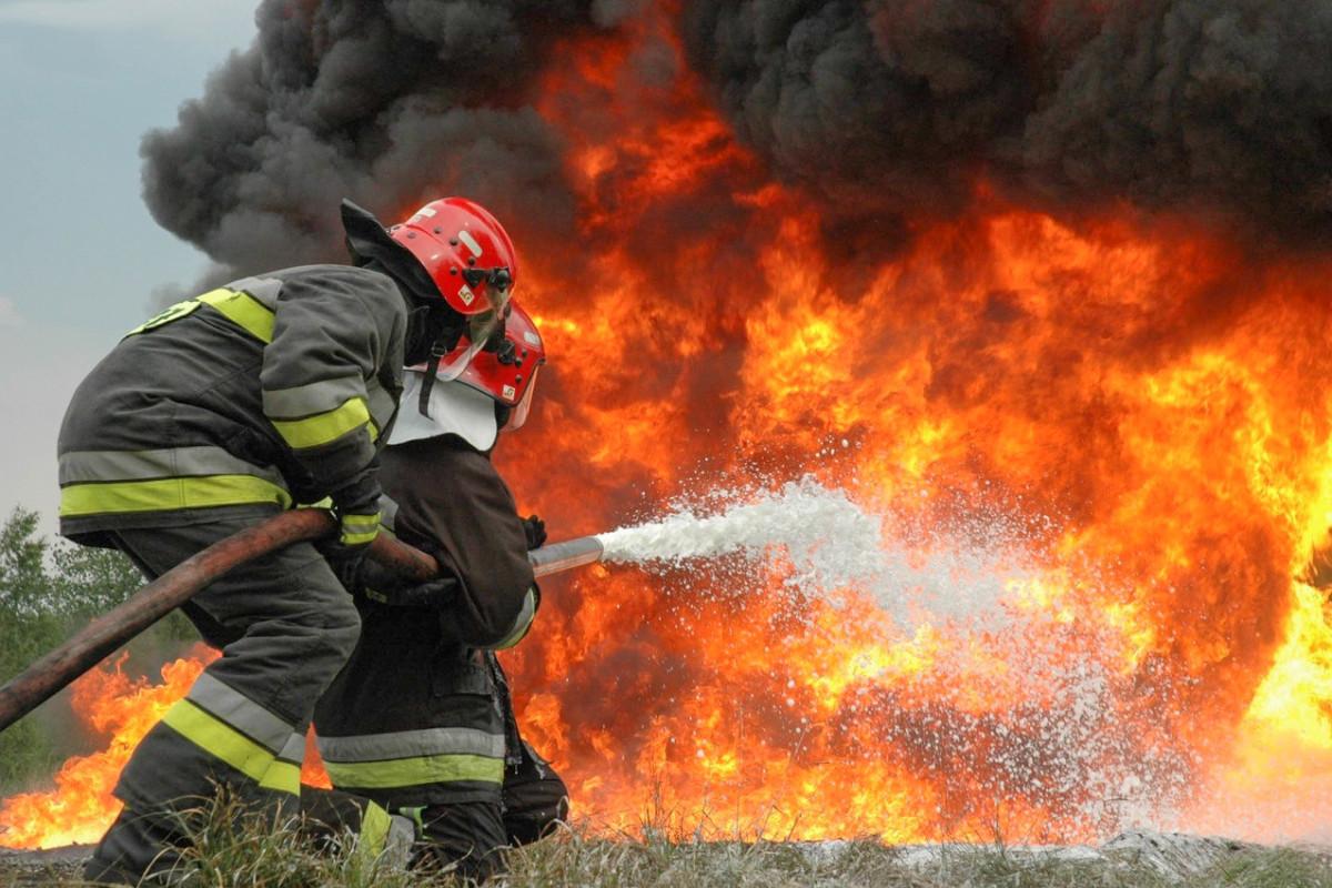 В Масаллы произошел пожар в двухэтажном доме