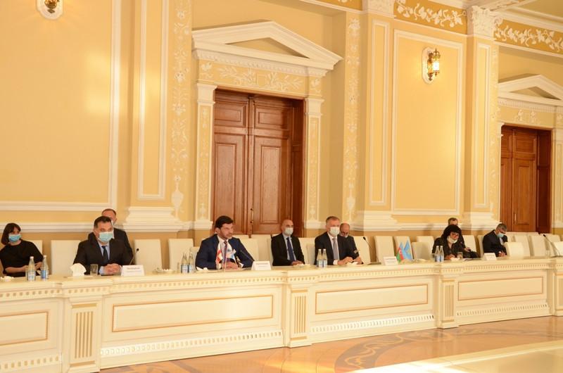 Делегация во главе с мэром Тбилиси прибыла в Баку