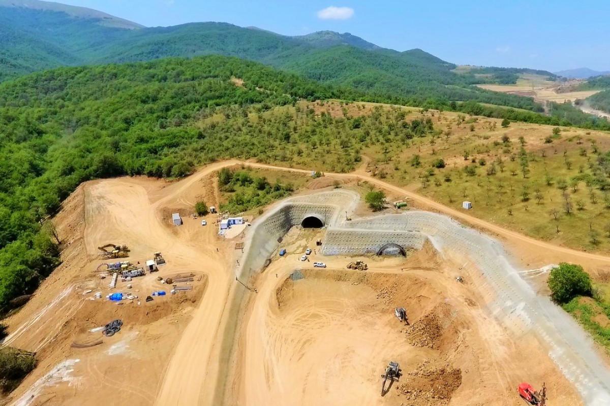 """Əhmədbəyli-Füzuli-Şuşa avtomobil yolunda tunellərin inşasına başlanılıb - <span class=""""red_color"""">FOTO"""