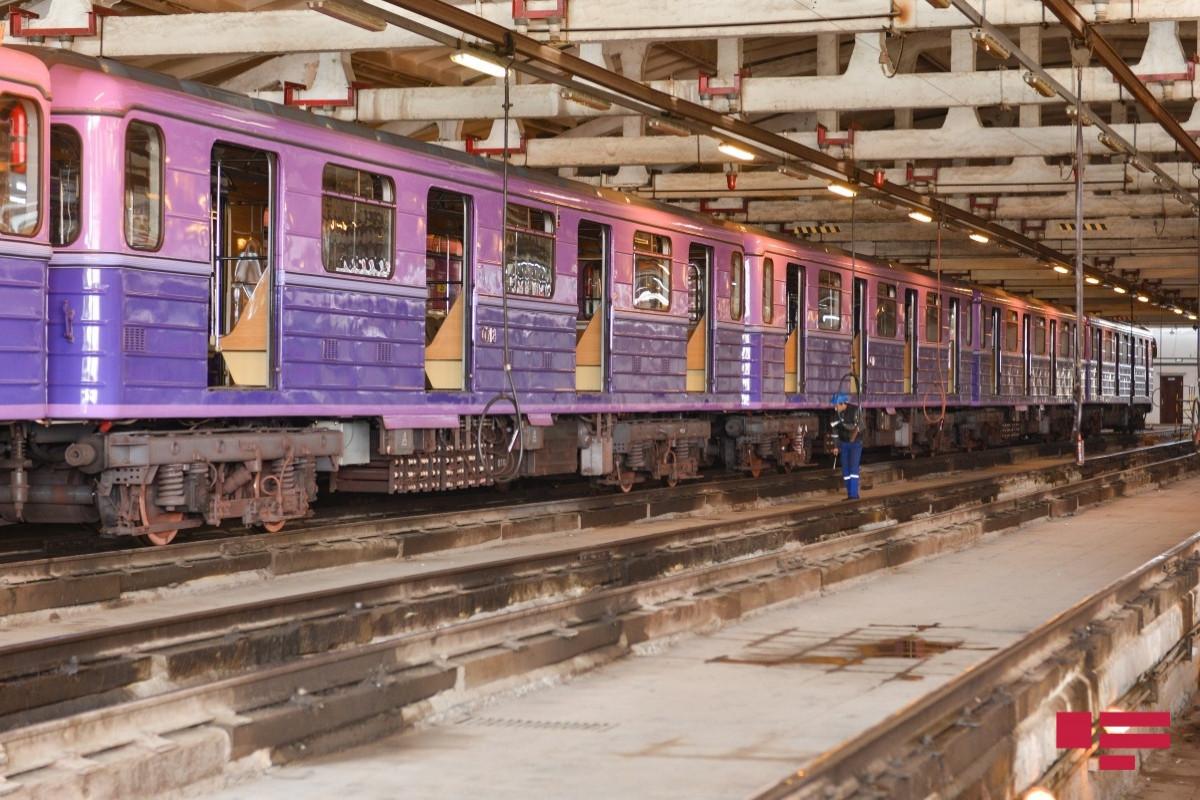 """Bakı metrosu üçün istehsal olunan dörd qatar Bakıya çatdırılıb - <span class=""""red_color"""">FOTO"""